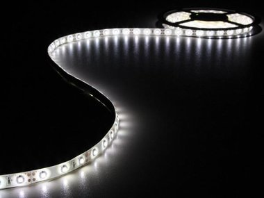 KIT MET FLEXIBELE LED-STRIP EN VOEDING - KOUDWIT - 300 LEDS - 5 m - 12Vdc (LEDS17W)
